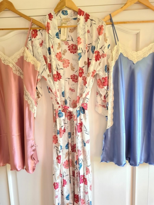 Kimono largo y camisones Paz y Goya